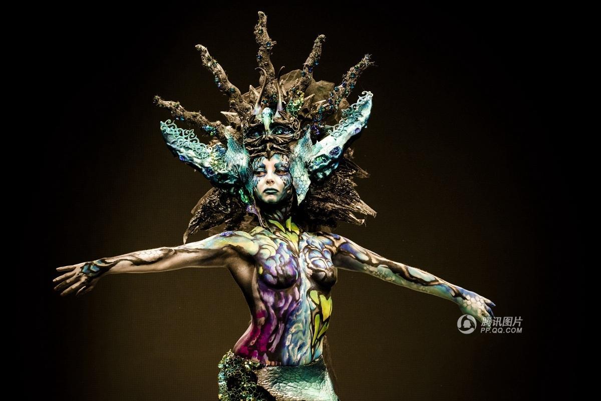 西班牙大学生人体彩绘秀  绚丽如科幻电影(图)