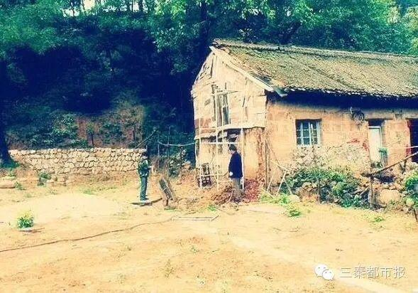 是原来的老家就房子,典型的农村土坯房,并且破烂不堪.-西安小伙