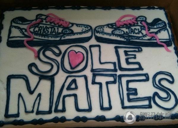 夫,定制了这个蛋糕作为我们结婚五周年纪念日的礼物.他真是太棒