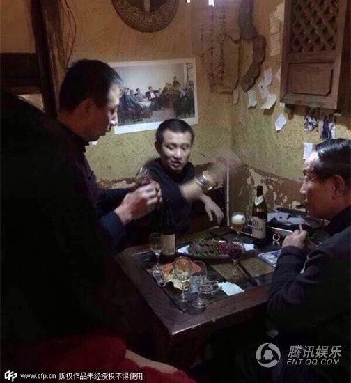 文章赴大理散心 小客栈喝酒逗狗烟不离手(图)