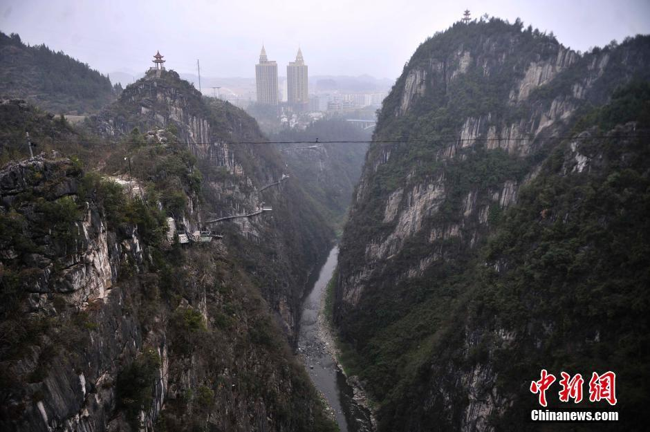 重庆峡谷峭壁上现空中栈道 最高深度达500米2015.3.12 - fpdlgswmx - fpdlgswmx的博客