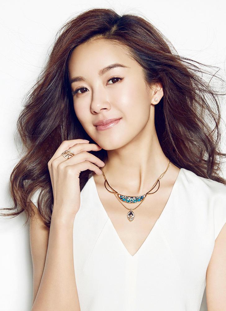 张子萱 出轨门 后首拍写真 着白衣笑容灿烂