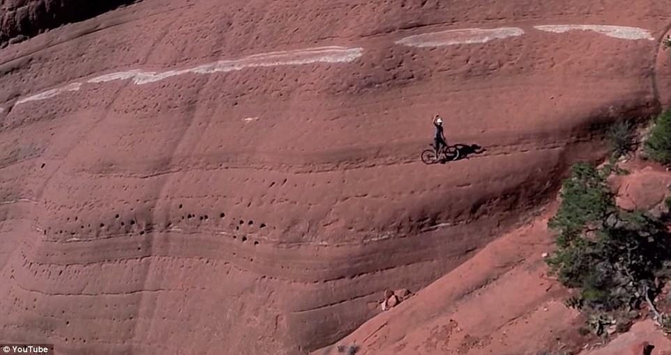 """自行车手""""反引力"""" 惊险挑战红岩绝壁 - 海阔山遥 - ."""