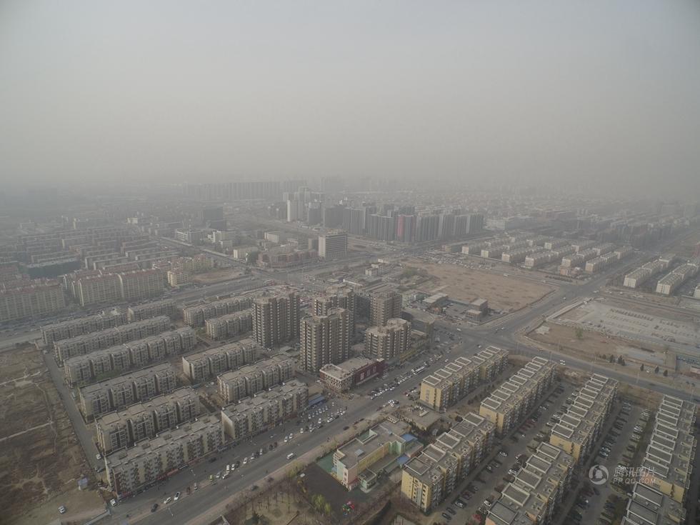 500米高空航拍:雾霾中的北京(高清组图)