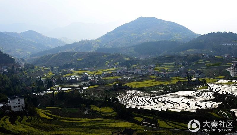 梯田,位于汉阴漩涡镇.始建于清代,集:山,水,田,屋,寨,