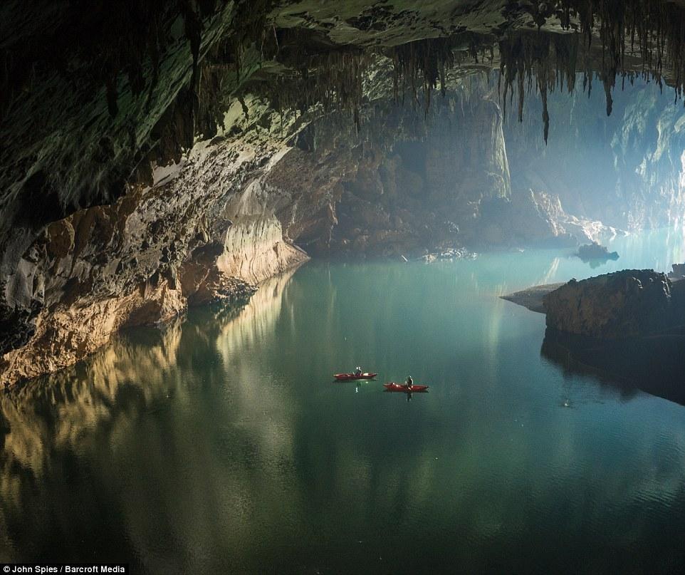 老挝发现巨型地下岩洞 钟乳石高达数十米 - 海阔山遥 - .
