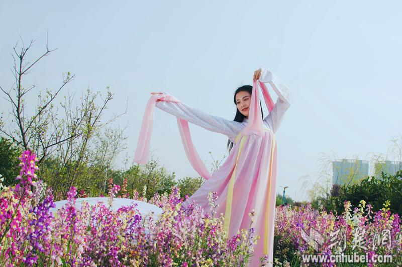 """武科大""""四美""""清明踏青 倡导风俗体育传统习俗 - 美女梦婵婵 - 美女梦婵婵"""