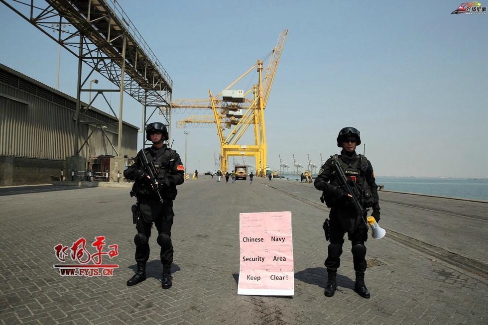 中国海军也门撤侨