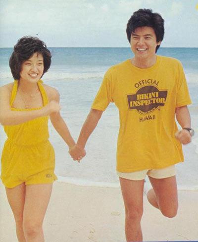 山口百惠夫妇结婚34年仍恩爱 牵手看电影 组图图片