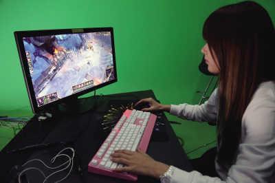 ...收入唯伊并没有.不工作时她就在家练习打游戏加深对游戏战...