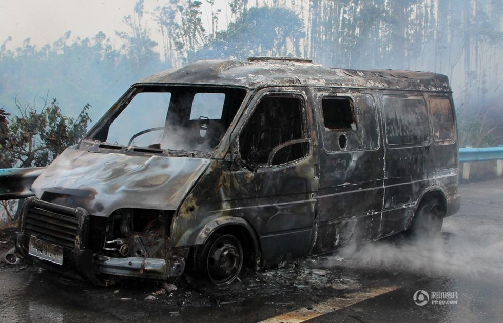 广西钦州运钞车起火 11箱钞票被烧成灰烬2015.4.17 - fpdlgswmx - fpdlgswmx的博客