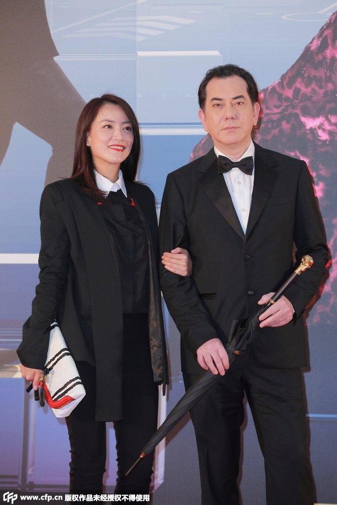 4届香港金像奖颁奖典礼红毯仪式正在举行,图为黄秋生亮相.-第34