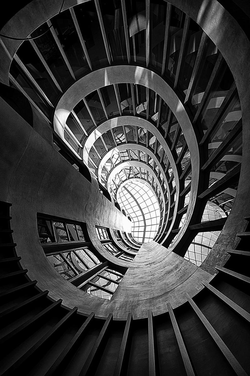 了建筑结构的艺术之美,无论是结构严谨的大剧院,还是螺旋上升的楼梯