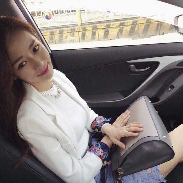 韩国普拉提美女秀性感腹肌网友求约会