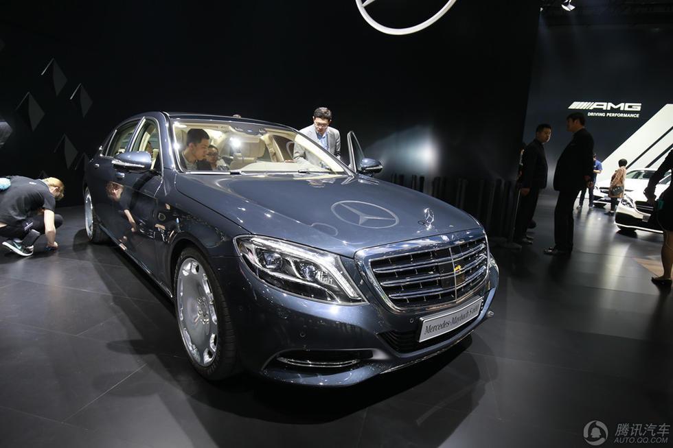 全新梅赛德斯-迈巴赫S级轿车在外观上拥有绝对自信.在外观设计上