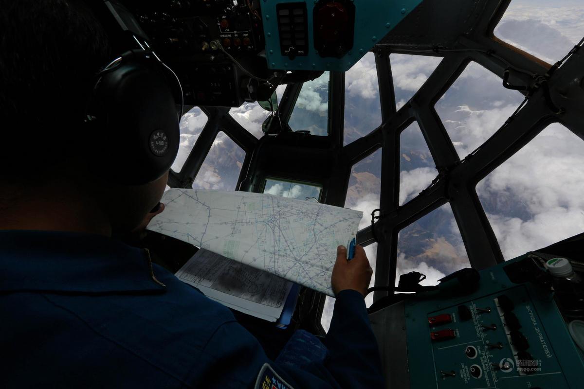 中国空军飞越珠峰驰援尼泊尔
