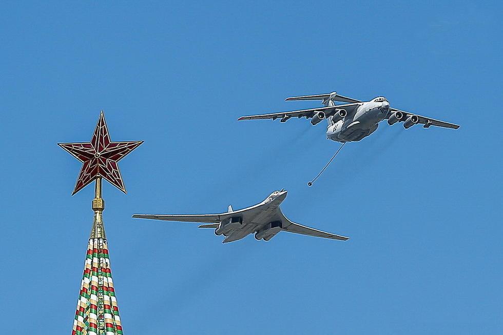 俄罗斯图160轰炸机