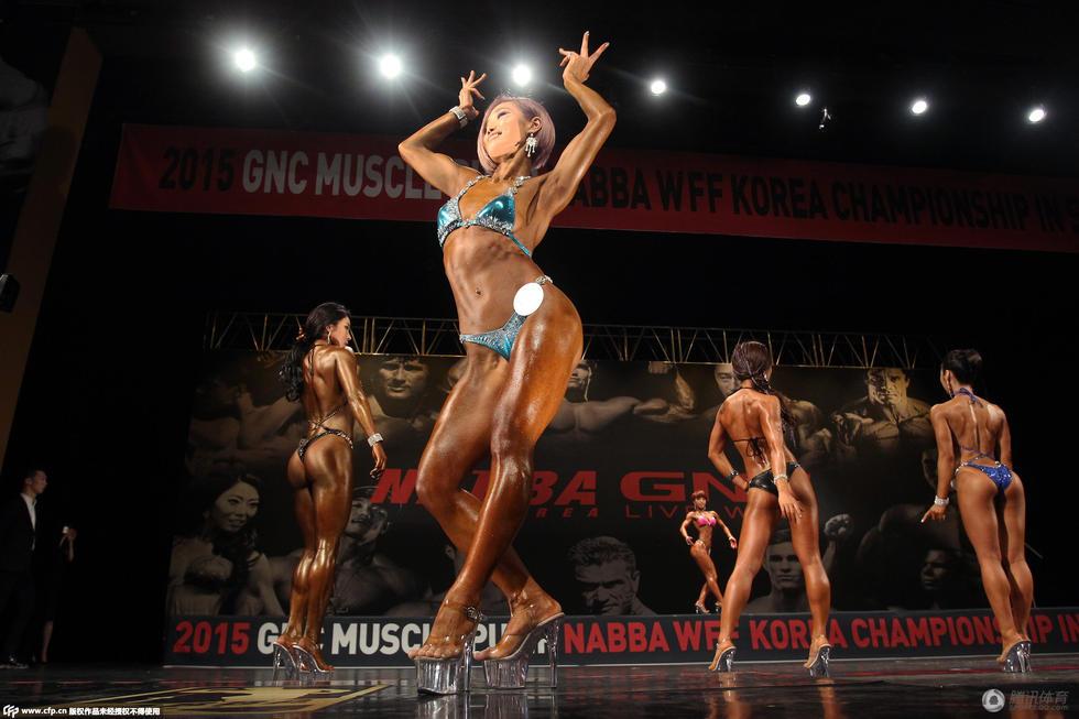 高清:韩国健美赛女选手身材逆天 曝私密后台 衡