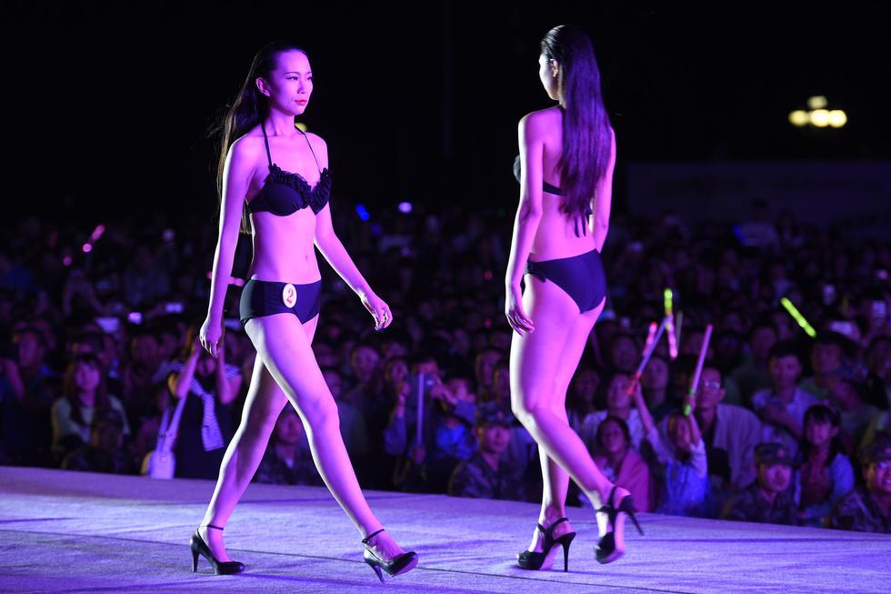 高校校园模特大赛选手穿泳装亮相2015.5.18 - fpdlgswmx - fpdlgswmx的博客