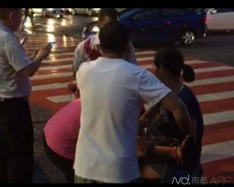深圳疑似精神病男子当街砍6路人 1名儿童遇难图片