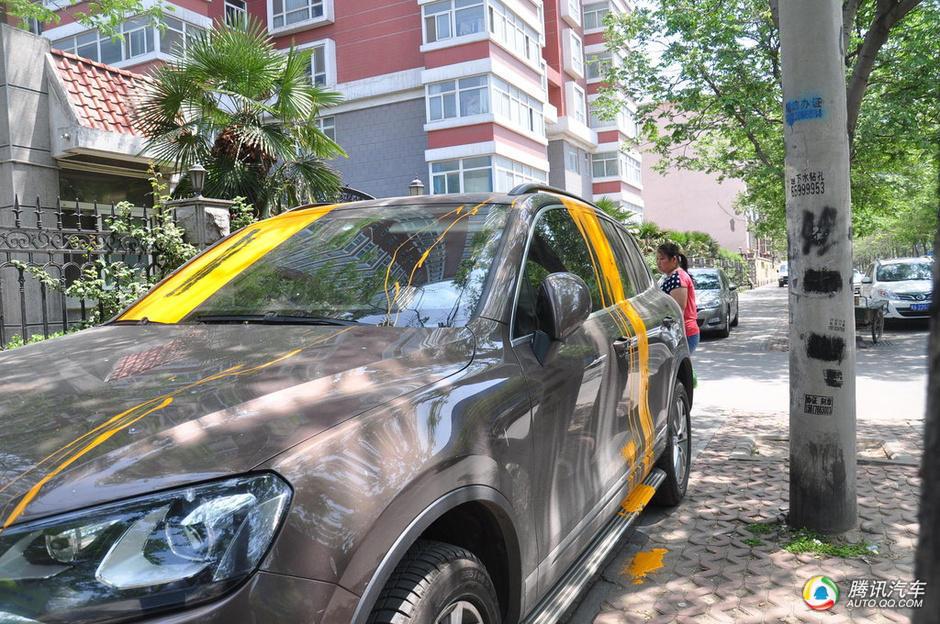 油漆味,找寻一番,才发现是这辆汽车被人泼上了油漆.吴先生就高清图片