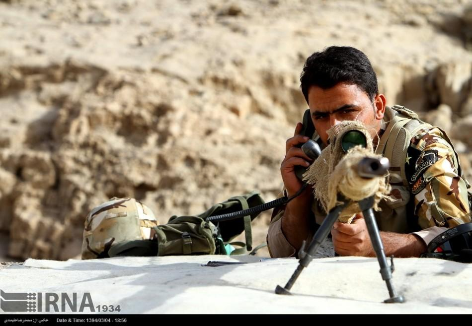 伊朗人与兽_组图:伊朗革命卫队大军演 歼7与无人机出镜