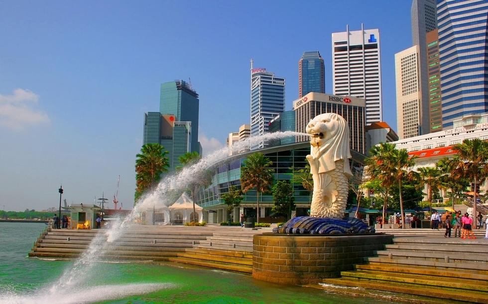 包括涂鸦等行为会受到鞭刑.1993年,美国青年麦克费尔在新加坡