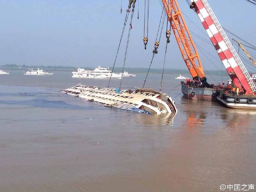 直击:长江沉船整体扶正打捞工作全过程2015.6.5 - fpdlgswmx - fpdlgswmx的博客