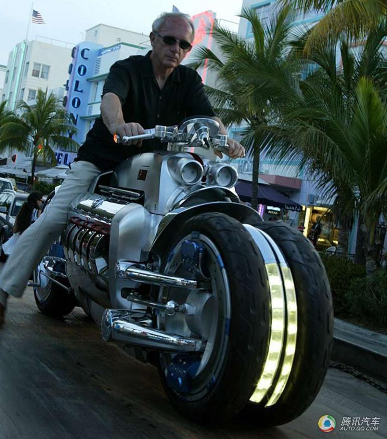 道奇战斧是美国克莱斯勒汽车公司生产的世界上速度最快的摩托车,高清图片
