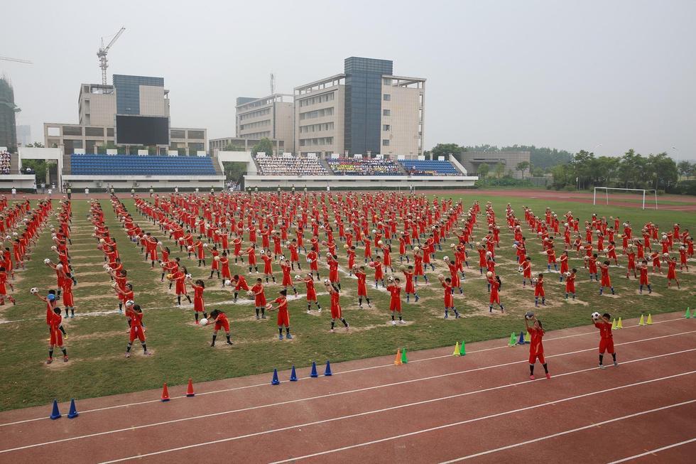 江苏淮安500名学生同做足球操2015.6.11 - fpdlgswmx - fpdlgswmx的博客