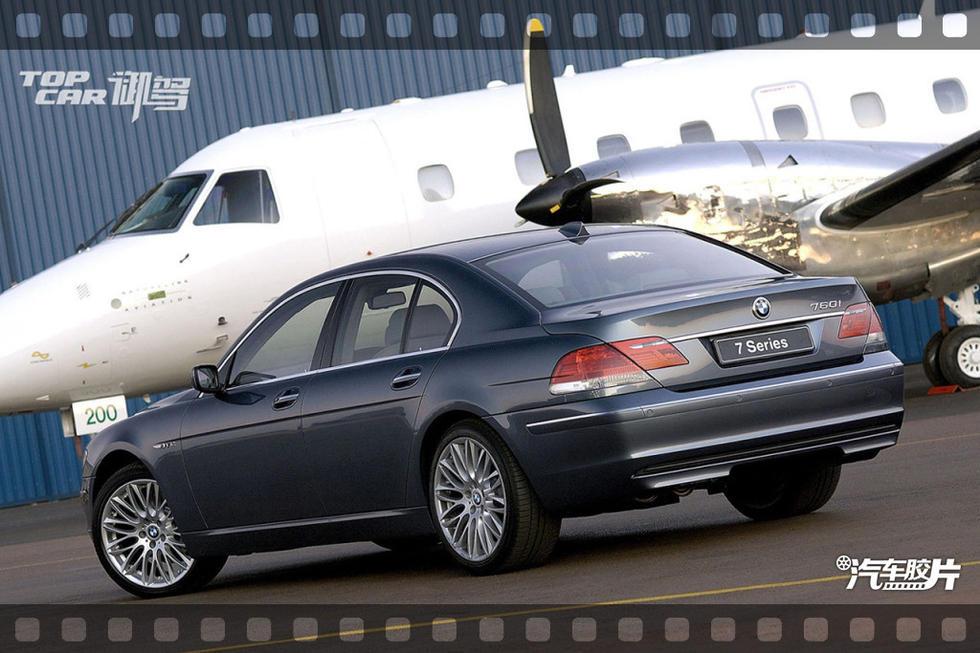 量产车型的高档汽车生产厂家.夜视系统使BMW7系的驾驶者夜间高清图片