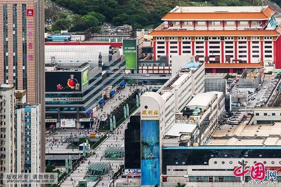 过广深铁路北接京广、京九铁路,南通香港九广铁路,与香港仅一