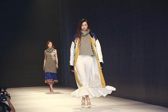 T台、秀场、华服、高颜值模特、设计师……15日,来自湖北省六所高图片