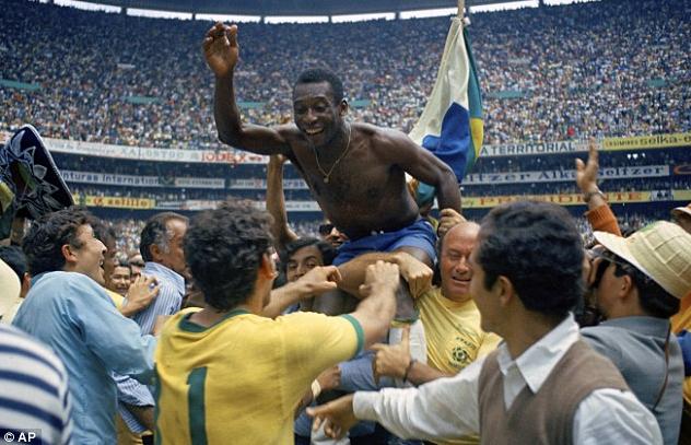 """【贝利开启巴西王朝,三夺世界杯荣膺""""球王""""】无数人对巴西足球的图片"""