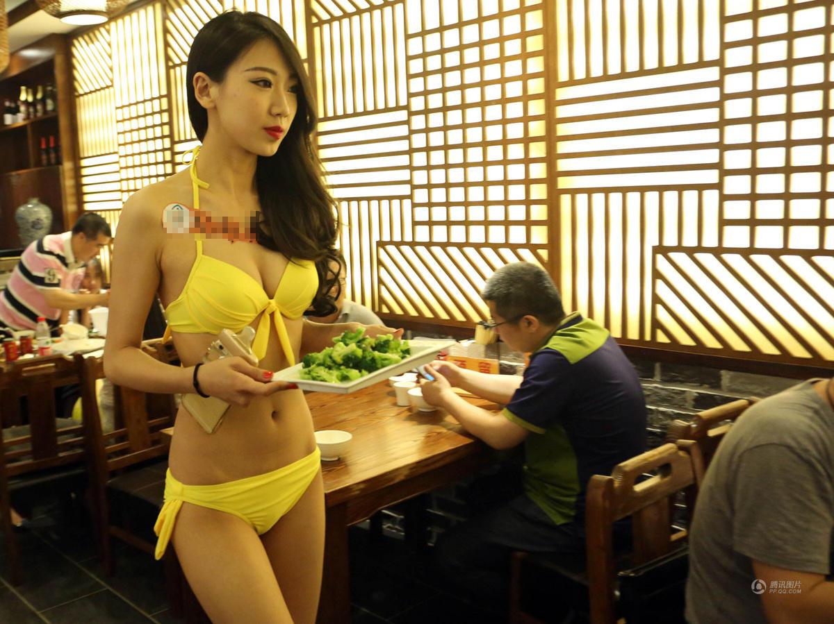 沈阳餐厅开业营销 比基尼美女上菜