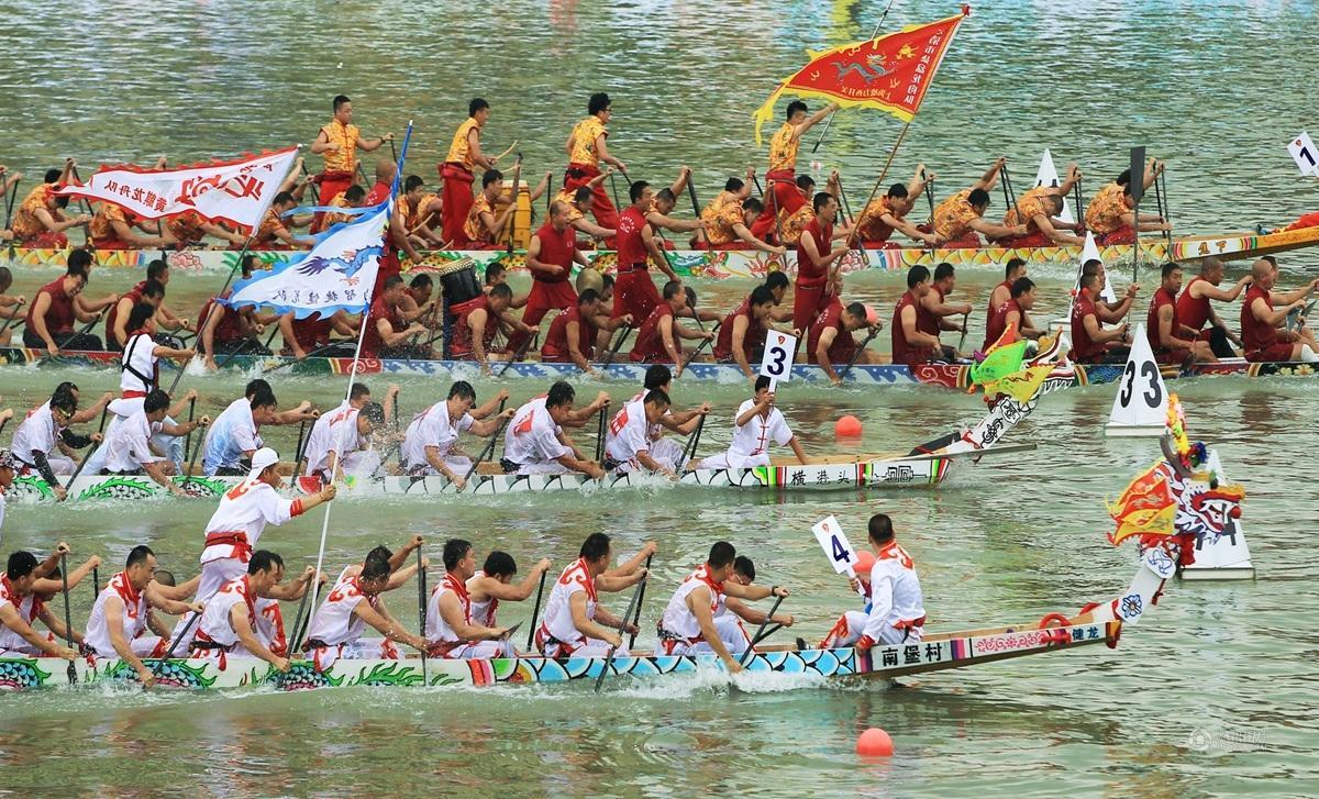 赛龙舟包粽子 中国各地庆祝端午节
