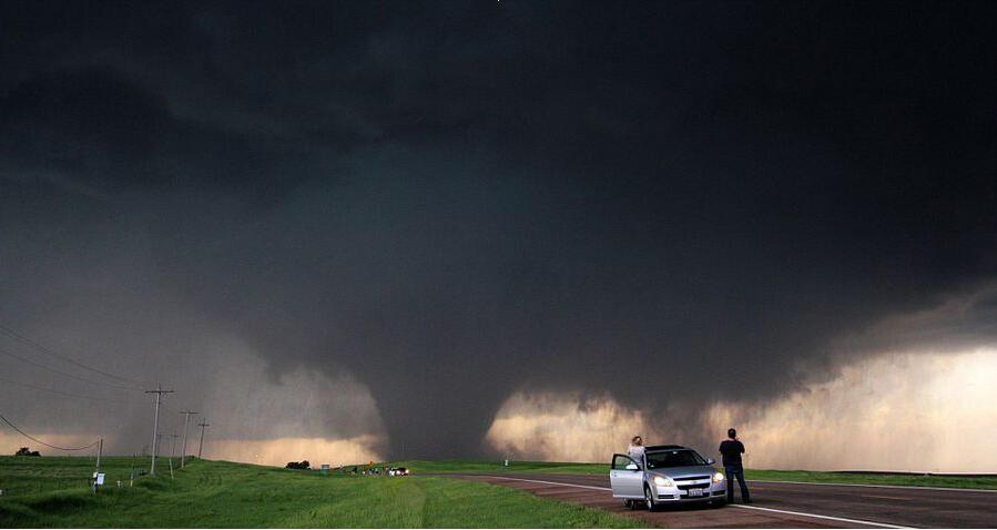 """卷风走廊""""位于美国大平原上,每年的5、6月份是龙卷风多发的月份"""