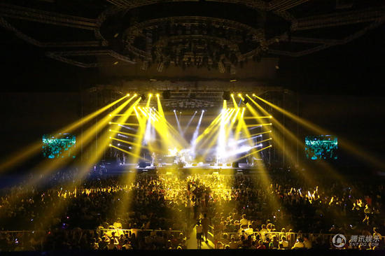 谢天笑南京演唱会频造意外 疯狂摇滚致场面失控