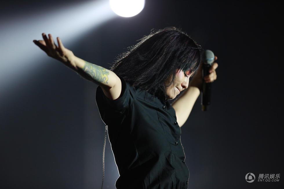 罗琦南京演唱会开唱无惧过往禁毒日 观众齐喊勇敢姑娘