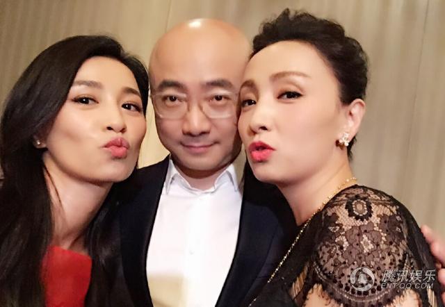 """徐峥搂张庭陶虹合影引网友回忆童年""""猪八戒"""""""
