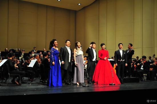 金牌之夜全国巡回音乐会杭州站人气火爆 不受台风影响
