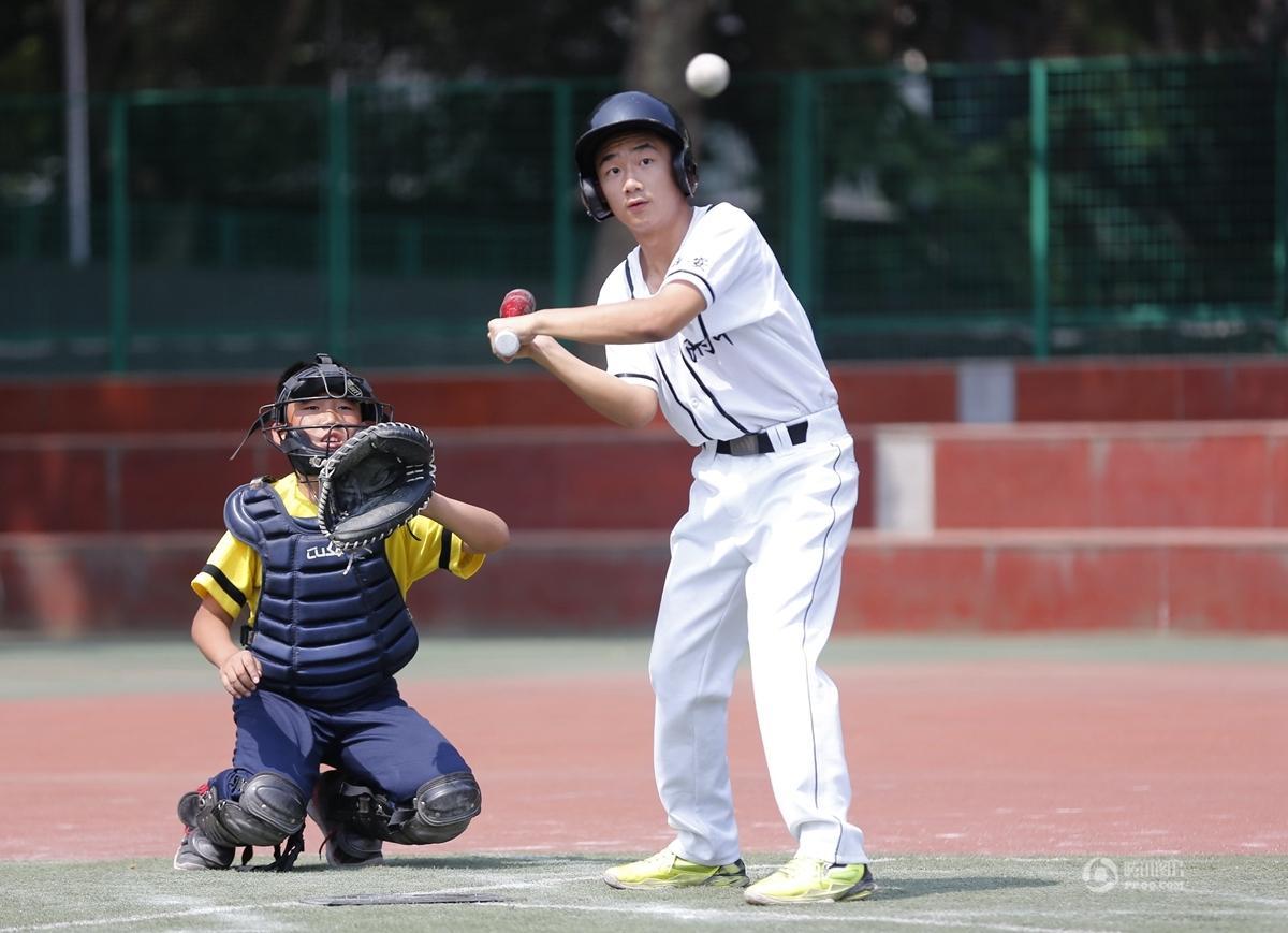【中国人的一天】西安小学操场上的棒球少年