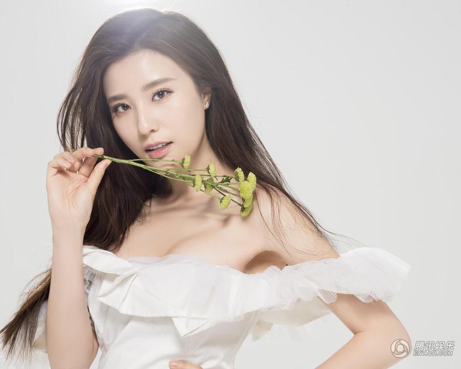 韩国美女掰开大腿_电影大片少女下体私阴图片韩国16岁美女寡妇的肥屄 .