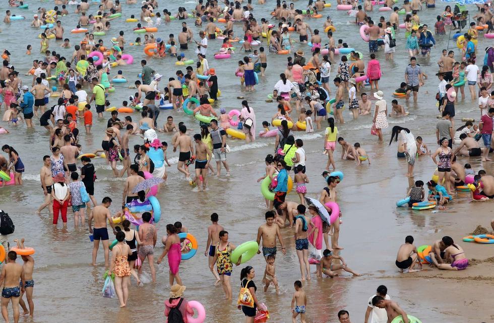 全国多地持续高温 深圳14万人挤爆海滩2015.7.27 - fpdlgswmx - fpdlgswmx的博客