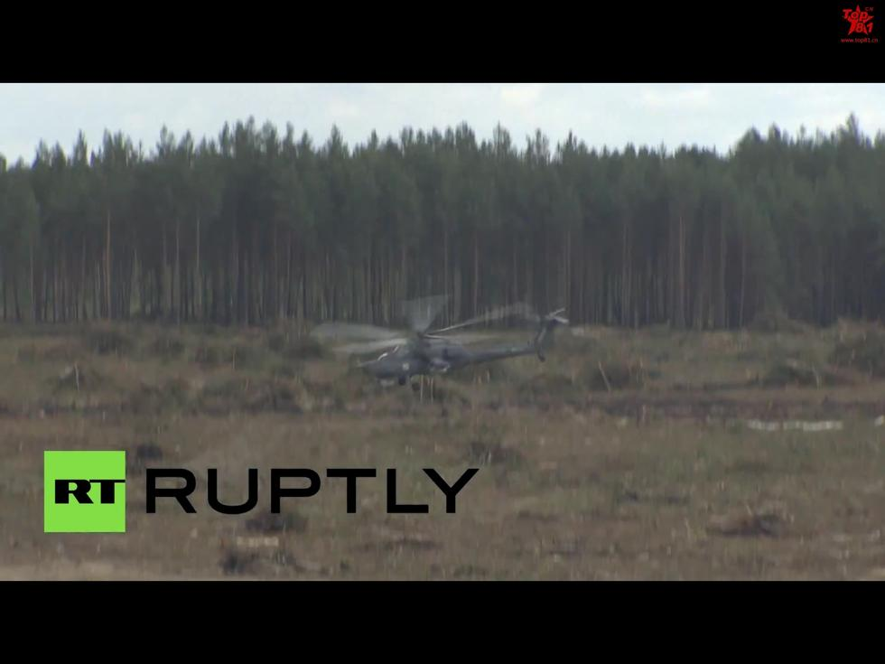 组图:俄米28直升机飞行表演时坠毁 1飞行员遇难