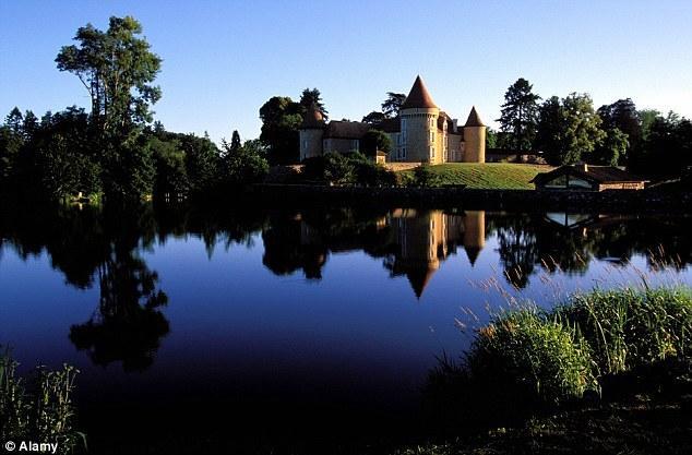 法国塔楼古堡变现实版童话王国