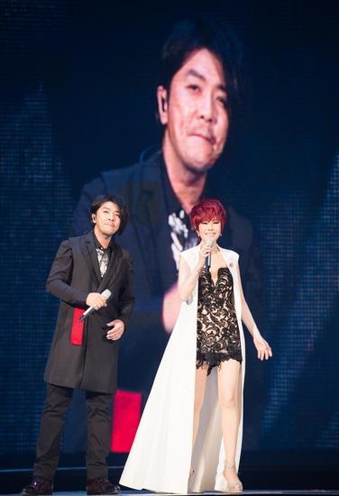 阿杜现身江蕙演唱会 重现经典《梦中的情话》