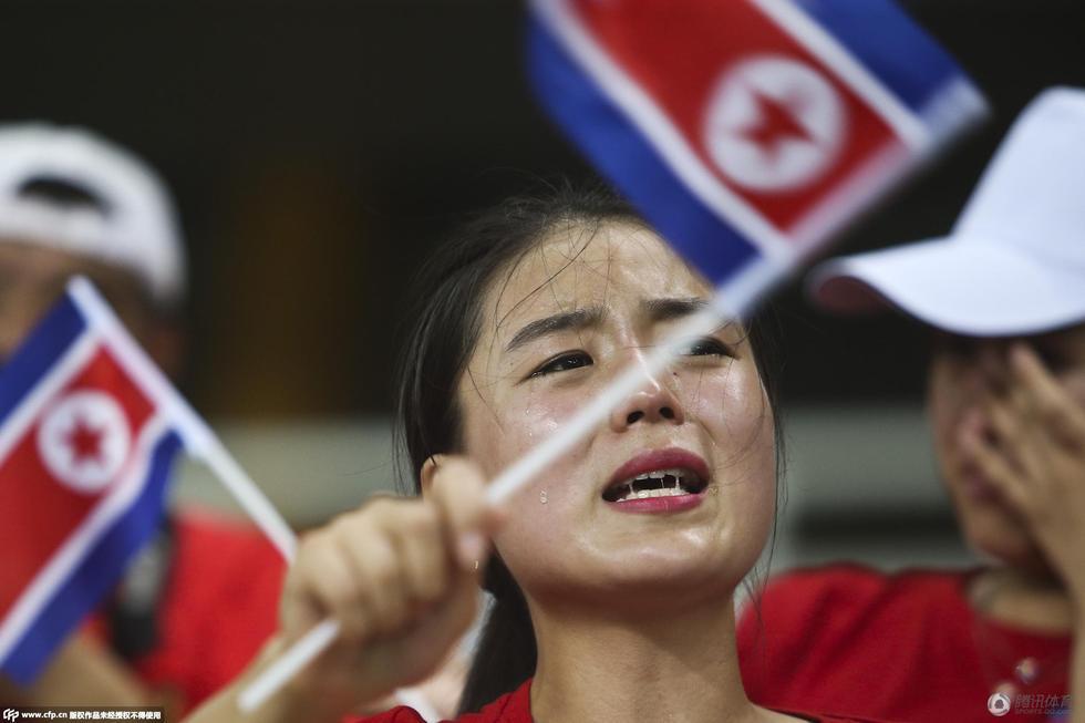 东亚杯朝鲜女足勇夺冠 看台上美女啦啦队哭成泪人