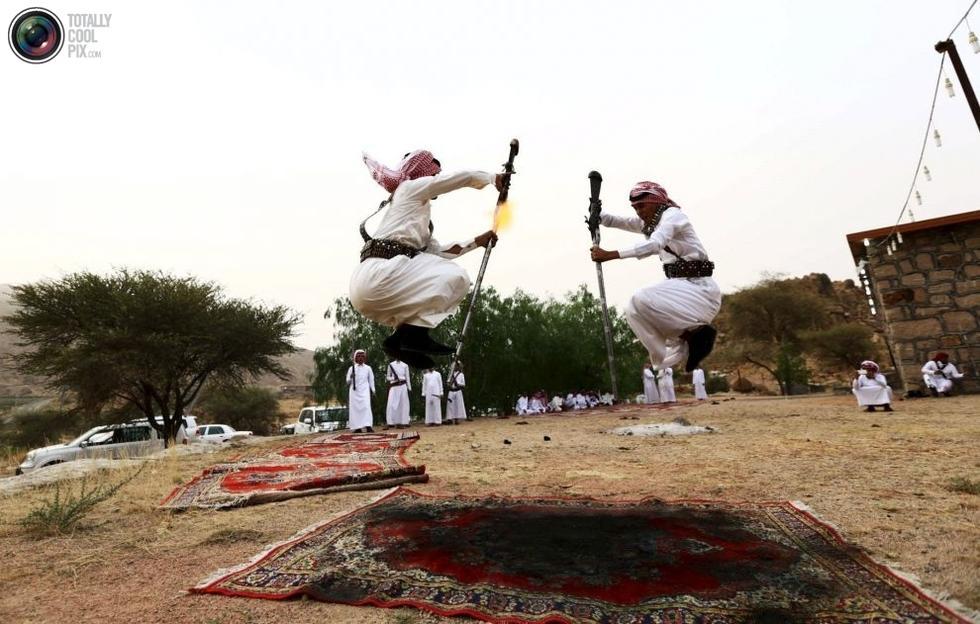 彪悍的沙特传统舞蹈:边跳边对自己开枪2015.8.13 - fpdlgswmx - fpdlgswmx的博客