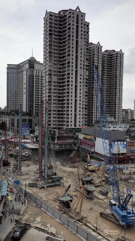 东莞常平城轨工地整体塌陷 形成近300平米大坑2015.8.14 - fpdlgswmx - fpdlgswmx的博客